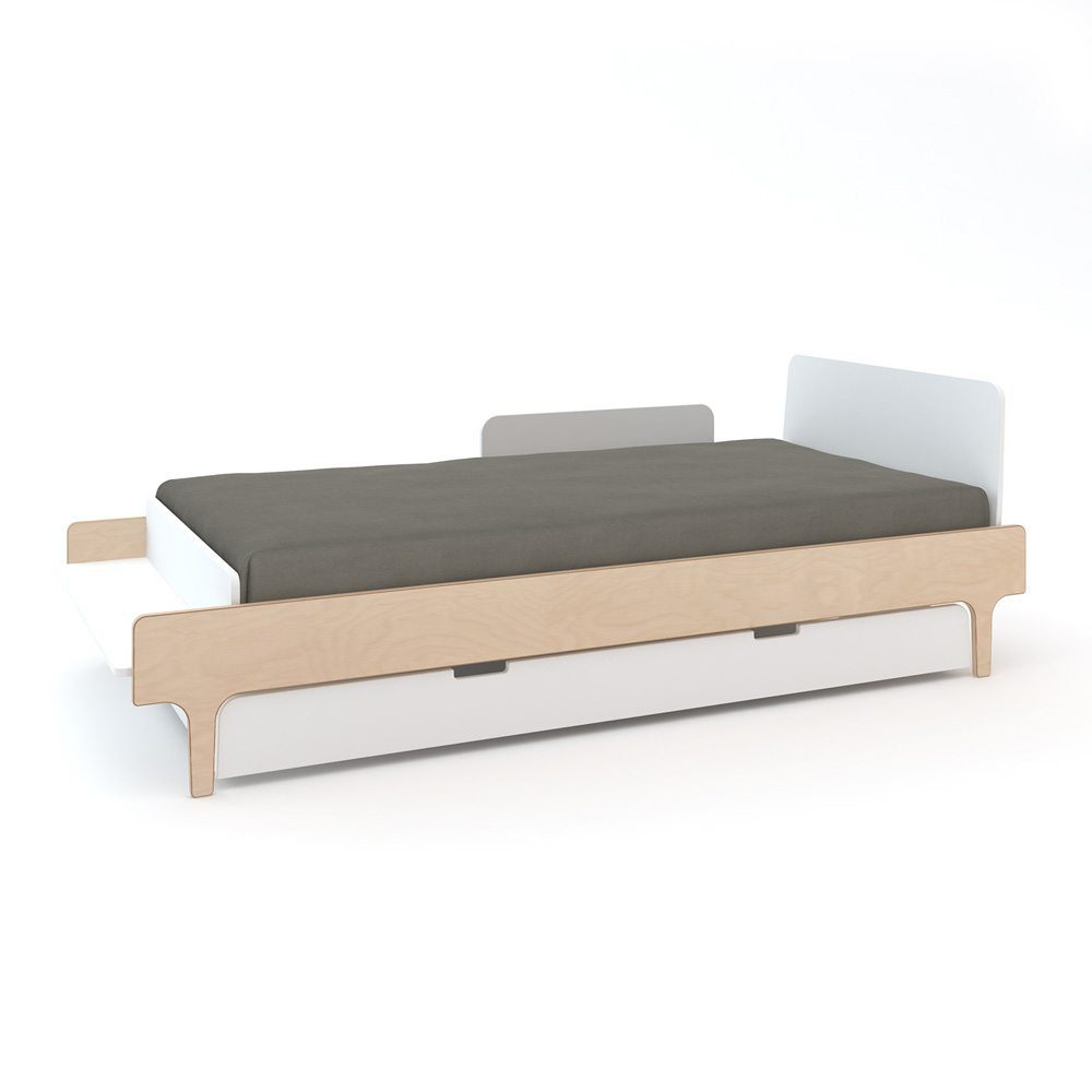 Oeuf NY Twin bed River in birch met trundle en security rail