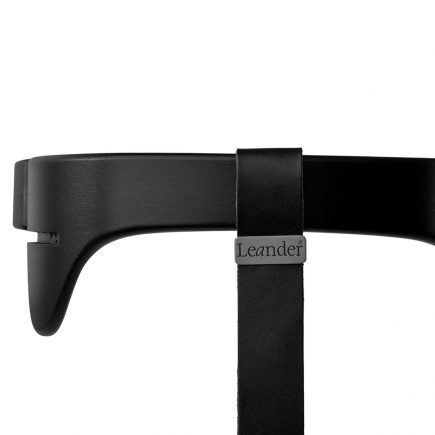 Leander kinderstoel safety bar black strap black