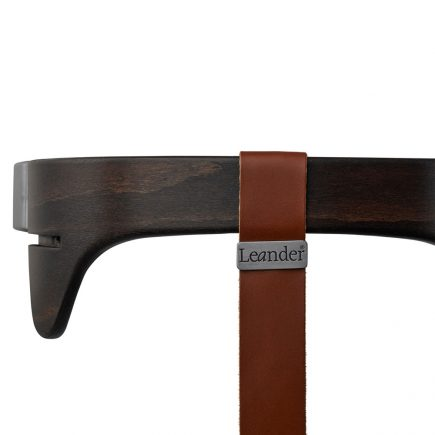 Leander kinderstoel safety bar walnut strap brown