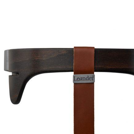 Leander kinderstoel safety bar walnut strap brown