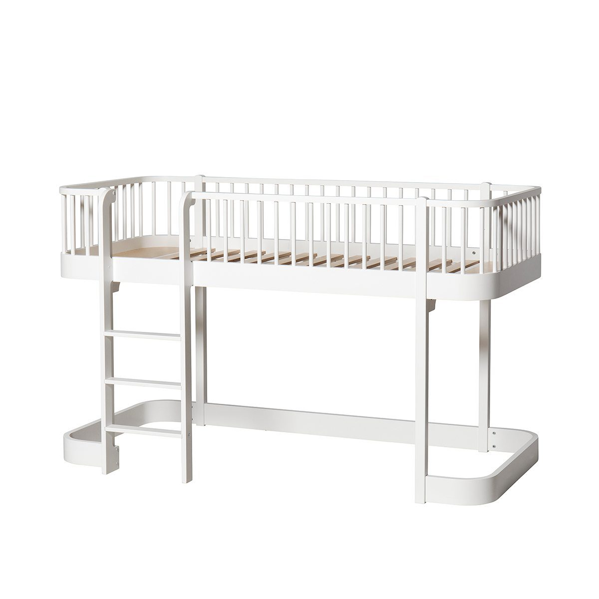 Oliver Furniture low Loft bed Wood white ladder links voor