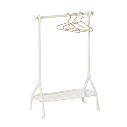 closeth rack white